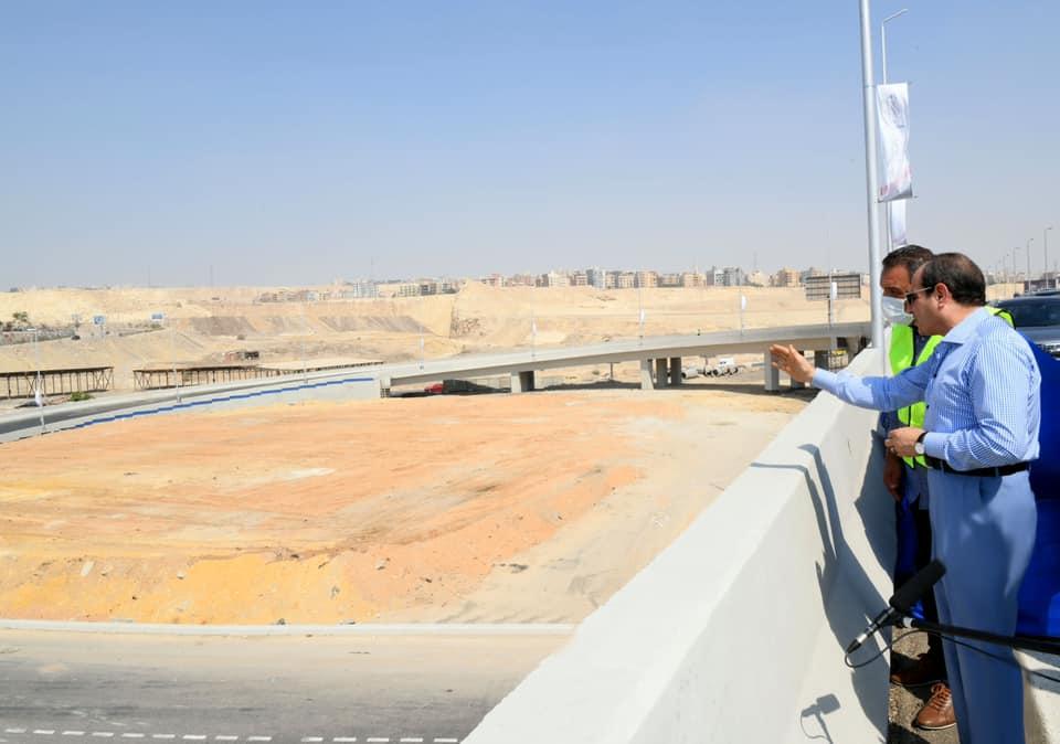 الرئيس-عبد-الفتاح-السيسي-يتفقد-بعض-مشروعات-المحاور-والطرق