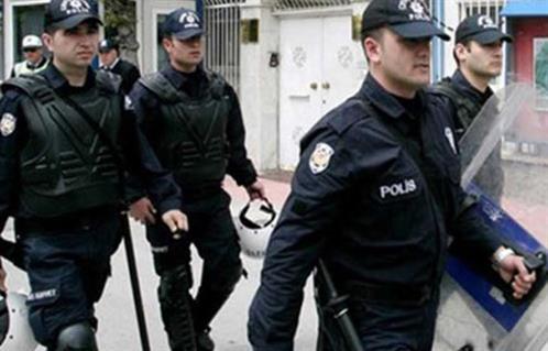 مقتل ضابط شرطة ومساعده في بلدة