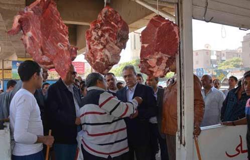 بالصور.. محافظ المنيا يتفقد منفذ السلع الاستهلاكية بحي غرب المدينة