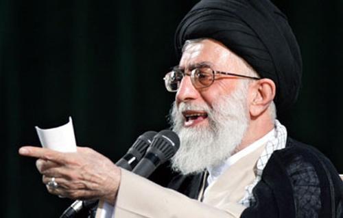 خامنئي: أمريكا تستخدم الجنس والمال لإختراق إيران