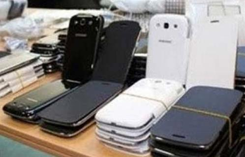جمارك سفاجا تحبط محاولة تهريب 650 هاتفًا محمولًا داخل شاحنة قادمة من ميناء ضبا السعودي