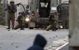 قوات الاحتلال الإسرائيلي تشتبك مع الفلسطينيين
