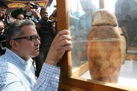 اكتشاف 8 مقابر أثرية تعود لنهاية العصر ا...