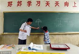 مدرسة في الصين بها طفل وحيد ومعلم واحد