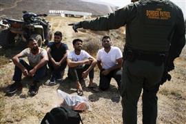 قوات حرس الحدود الأمريكية تقبض على مجموع...