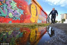 """رسم أطول """"جرافيتي"""" في بريطانيا بطول 330 متر"""