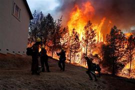 حرائق الغابات في كاليفورنيا تخرج عن السيطرة