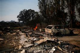 الدمار يخيم على مناطق في ولاية كاليفورنيا