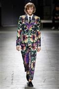 أغرب الأزياء الرجالية في أسبوع باريس للموضة