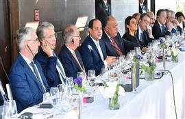 الرئيس السيسي يعقد اجتماعا مع رؤساء