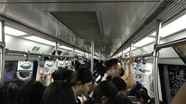 خط مترو بكين.. فن إرضاء الركاب