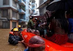 الفيضانات تشرد الملايين في جنوب أسيا