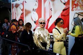 أبرز إطلالات الشارع خلال أسبوع الموضة