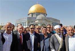 المنتخب السعودي يزور المسجد الأقصى وقبة