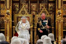 الملكة إليزبيث الثانية تفتتح الدورة