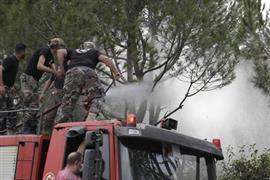 محاولات مكثفة لإطفاء حرائق لبنان