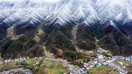 جبال دابا الساحرة في مدينة آنكانغ الصينية