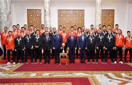الرئيس السيسي يستقبل مجموعة من الأبطال