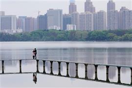 مدينة وهان الصينية تبدأ الخروج من عزلة