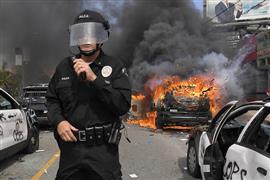 مواجهات عنيفة بين المتظاهرين والشرطة