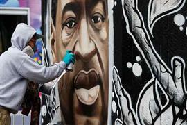 جدارية لجورج فلويد ضحية شرطة مينيابوليس
