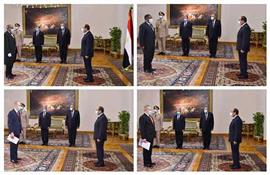 الرئيس عبد الفتاح السيسي يتسلم  أوراق