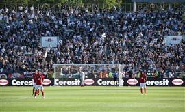 مشجعو كرة القدم يقتحمون المدرجات في بلغاريا