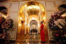 فندق في فيتنام مطلي بالذهب