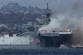 حريق سفينة تابعة للبحرية الأمريكية