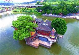 """معبد مدينة فوتشو بشرق الصين """"يطفو"""" على الماء"""
