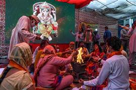 حفل وضع الحجر الأساسي لمعبد رام بالهند