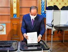 الرئيس السيسي يدلي بصوته في انتخابات