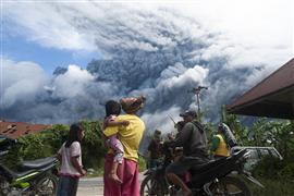 """ثوران بركان """"جبل سينابونج"""" في إندونيسيا"""