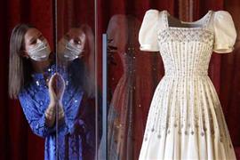 عرض فستان زفاف الأميرة بياتريس في قلعة