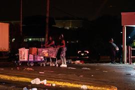 أعمال شغب في فيلادلفيا بعد مقتل مواطن من...
