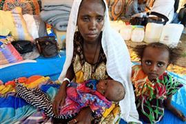 الآلاف يفرون من القتال في إثيوبيا ويعبرون