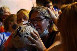 المشجعون ينعون مارادونا العظيم لكرة القدم