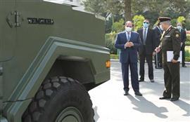الرئيس السيسي يتفقد عددا من نماذج المركبات