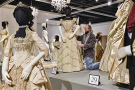 """""""250 سنة من أزياء الزفاف"""" في متحف إلين"""