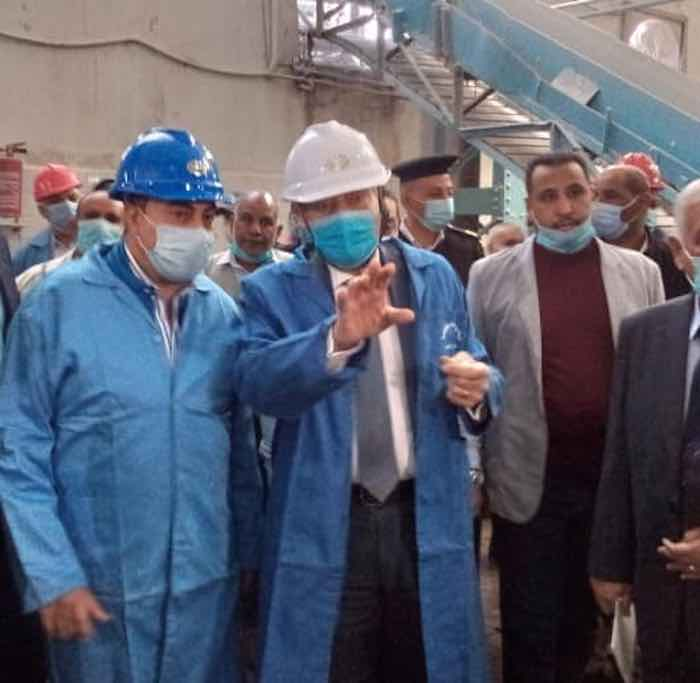 وزير التموين يتفقد مصنع سكر إدفو بأسوان
