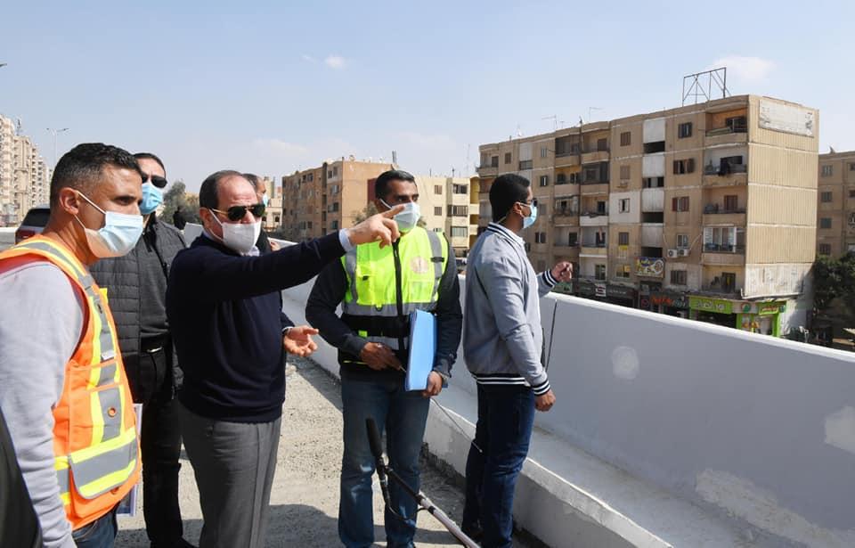 الرئيس السيسي يقوم بجولة تفقدية لأعمال تطوير الطرق والمحاور بشرق القاهرة