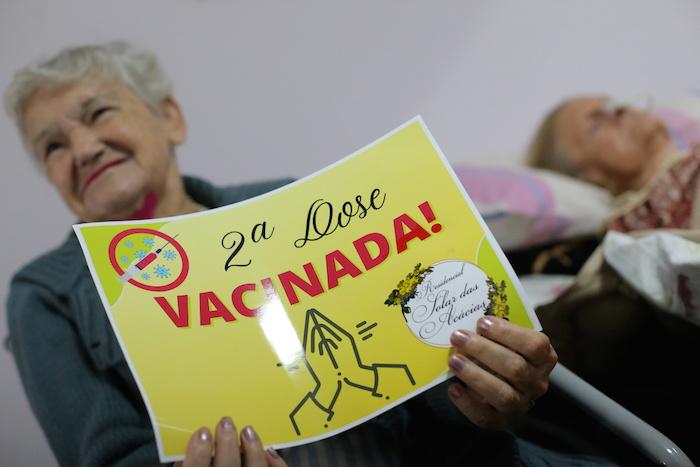 البرازيل تواصل حملات تلقيح المسنين وكبار السن ضد فيروس كورونا
