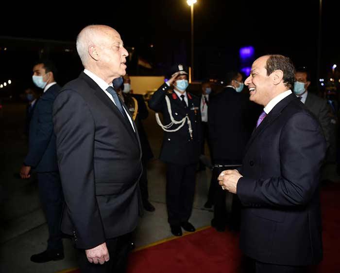 الرئيس السيسي يودع نظيره التونسي قيس سعيد بمطار القاهرة