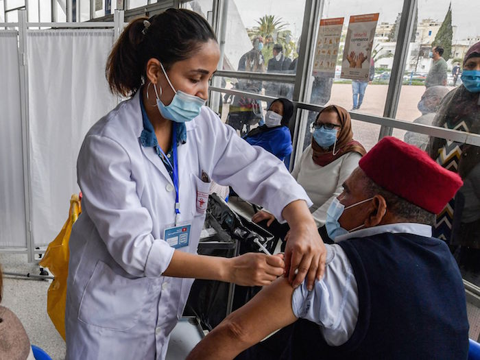 تطعيم كبار السن في تونس بلقاح فيروس كورونا