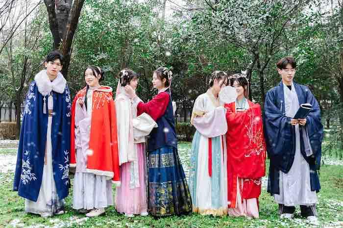 يوم الأزياء التقليدية للاحتفال بالموضة القديمة بالصين