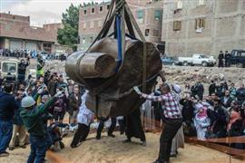 الآثار تستكمل استخراج تمثال رمسيس الثاني من المطرية (أ ف ب)