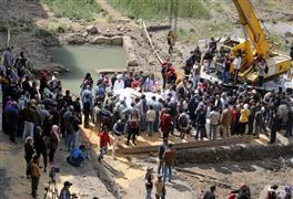 الآثار تستكمل استخراج تمثال رمسيس الثاني من المطرية (رويترز)