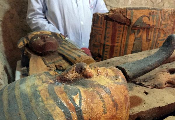 اكتشاف مقبرة فرعونية أثرية من الأسرة 18 في الأقصر (رويترز)