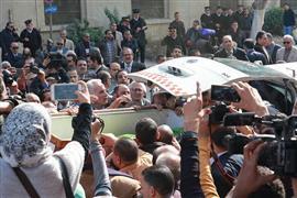 صلاة الجنازة على إبراهيم نافع وخروج النعش من مسجد عمر مكرم