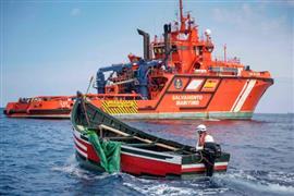 خفر السواحل على حدود إسبانيا ينقذون مركب للمهاجرين في البحر المتوسط